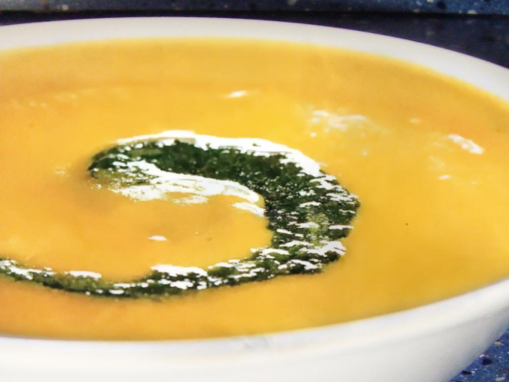 морковный суп с песто