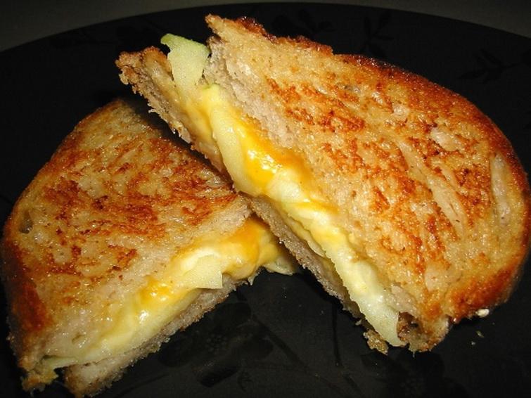 Сэндвич с яблоками и сыром