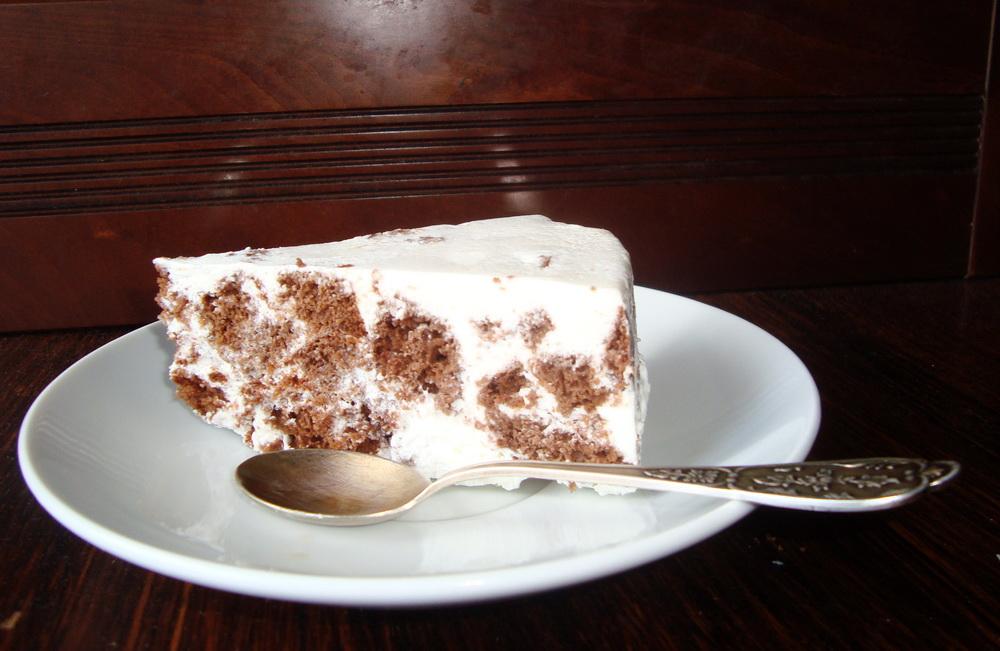 Бисквит в сметанном креме