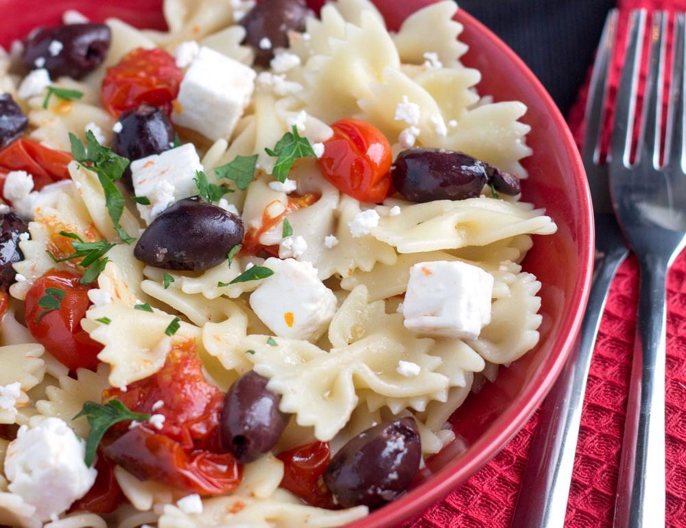 pasta-s-olivkami-i-pomidorami